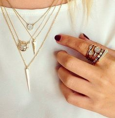 Stacked rings and layered necklaces Cute Jewelry, Jewelry Box, Jewelry Accessories, Fashion Accessories, Fashion Jewelry, Diamond Are A Girls Best Friend, Mode Style, Hippie Style, Bling Bling