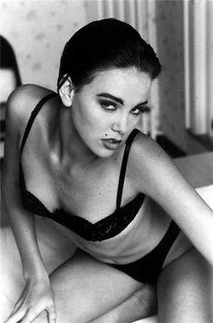 Очаровательная красавица с хорошеньким телом Kelsi Monroe