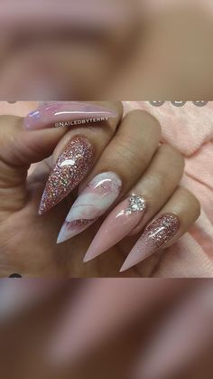 Gold Acrylic Nails, Long Square Acrylic Nails, Rose Gold Nails, Yellow Nails, Purple Nails, Gold Sparkle Nails, Nude Nails With Glitter, Black Ombre Nails, Nails Design With Rhinestones