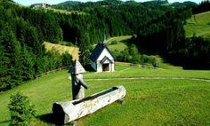 Foto: Mühlviertler Alm/Winkler: Johannesweg mit Engelskapelle Heart Of Europe, Garden Bridge, Austria, Most Beautiful, Outdoor Structures, Country, Plants, Pictures, Travelling