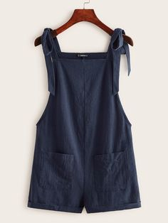 Salopette Short, Fashion News, Fashion Outfits, Short Jumpsuit, Strings, Jumpsuits For Women, Overall Shorts, Diy Clothes, Ideias Fashion