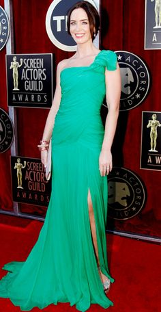 love Emily Blunt! She brings this Oscar De La Renta gown to life! smashing color