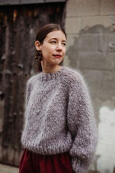 Ravelry: Kelowna Sweater pattern by Tara-Lynn Morrison Sweater Knitting Patterns, Knitting Designs, Knitting Projects, Knit Jumper Pattern, Jumper Patterns, Jumpsuit Pattern, Tara Lynn, Looks Street Style, Knit Fashion
