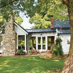 Hey are you ready for Best Farmhouse Porch Decor Ideas ? all of best and amazing lets read more and enjoy our Best Farmhouse Porch Decor Ideas pins. Country Farmhouse Decor, Farmhouse Design, Farmhouse Style, Farmhouse Ideas, Modern Farmhouse, Farmhouse Addition, Porch Addition, Garage Addition, Veranda Design