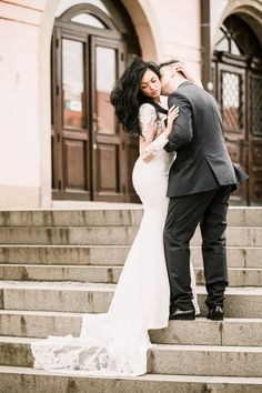 Kiss on neck wedding pose Wedding Poses, Wedding Portraits, Wedding Dresses, Destination Wedding Photographer, Elegant Wedding, Kiss, Romantic, Fashion, Fotografia