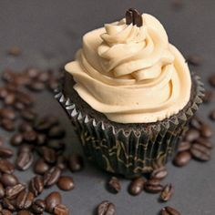 Who doesn't like coffee or chocolate, and these two together packed into delicious cupcakes, sounds like heaven. Chocolate Stout Espresso Cupcakes look very Pavlova, Double Chocolate Stout, Chocolate Espresso, Chocolate Sweets, Chocolate Heaven, Delicious Chocolate, Chocolate Cupcakes, Espresso Cupcakes, Coffee Cupcakes
