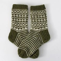 Ravelry: Nimisukat pattern by Niina Laitinen Knitting Videos, Knitting Socks, Mittens, Ravelry, Knit Crochet, Pattern, Fashion, Knit Socks, Fingerless Mitts