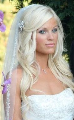 This is what I want my hair to look like on my wedding day<3