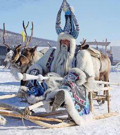 """Ayaz Ata; Türk mitolojilerinde Soğuk Tanrısı. Noel Baba kültürü AYAZ ATA'dan türemiştir. Ayas Han olarak da bilinir. Ay ışığından yaratılmıştır. Soğuk havaya neden olur. """"Ak Ayas"""" olarak adı geçer. Ülker burcunun altı yıldızı göğün altı deliğidir ve oradan soğuk hava üfler. Böylece kış gelir. Ayaz, tüm Türk coğrafyasında yakıcı soğuk anlamına gelir ki, Ay'ın gökte rahatlıkla görüldüğü açık havalarda meydana geldiği için Ay Tanrısı'nın (veya ona bağlı Ayas Han'ın) gönderdiği düşünülmüştür."""