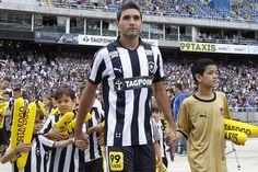Sem resposta por Navarro, Botafogo avança em negociações por atacantes #globoesporte