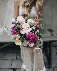 Flower love.  @josiepayne  #seasonalfloweralliance #livinglifewithflowers #inspiredbypetals #underthefloralspell #imsomartha #marthablooms #pink #dspink #stylemepretty  #theknot #dailydoseofbeauty #fortheloveofflowers #gardengathered