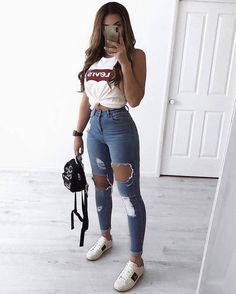 30 Jeans Tendance Qui Vont Vous Faire Craquer 30 Trendy Jeans That Will Make You Crack Teen Fashion Outfits, Mode Outfits, Stylish Outfits, Fashion Ideas, Jeans Fashion, Womens Fashion, Fashion Fashion, Fashion Spring, Fashion Clothes