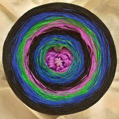Nr.275: Hochbausch 8 Farben im Wechsel rein: flieder grün dunkles königsblau schwarz flieder grün dunkles königsblau schwarz (hier im Bild mit wachsenden Verlauf gewickelt)