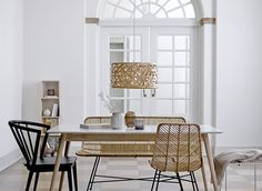 The Bloomingville natural rattan bench and chair are the most elegant in it's kind and they do magic around the dining table of this gorgeous classic dining room. Rattan Furniture, Luxury Furniture, Home Furniture, Furniture Design, Furniture Movers, Estilo Tropical, Dining Chairs, Dining Table, Rattan Chairs