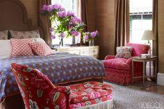 Jeffrey Bilhuber bedroom in Elle Decor Elle Decor, Floral Sofa, Floral Bedroom, Floral Fabric, Home Interior, Interior Design, Beautiful Bedrooms, Contemporary Furniture, Luxury Bedding