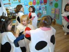 Infantil en Ribadesella: PROYECTO LA VACA Reggio Emilia, Crafts For 2 Year Olds, Crafts For Kids, Cow Craft, Baby Play, Projects To Try, 1, Teaching, School