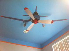 Nursery - Project Nursery Airplane Nursery or Kids Room Idea - convert ceiling fan into airplane propellers!Airplane Nursery or Kids Room Idea - convert ceiling fan into airplane propellers! Airplane Decor, Airplane Nursery, Airplane Ceiling Fan, Boys Airplane Bedroom, Baby Airplane, Aviation Nursery, Aviation Theme, Baby Boy Rooms, Baby Boy Nurseries