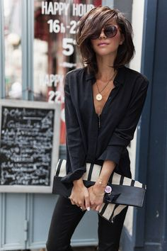 Fashion Trends for Summer 2019 Parisian Style - Click the pic for more inspo from ParisParisian Style - Click the pic for more inspo from Paris Mode Outfits, Casual Outfits, Fashion Outfits, Fashion Hair, Fashion Ideas, Fashion Tips, Meyer Mode, Medium Hair Styles, Short Hair Styles