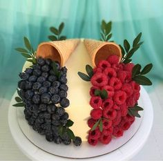 Cupcakes, Cupcake Cakes, Cake Decorating Techniques, Cake Decorating Tips, Fruit Cake Design, Cake Recipes, Dessert Recipes, Pretty Birthday Cakes, Food Art For Kids