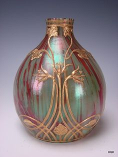 pearl-nautilus:  Antique Loetz Marmoriertes Art Nouveau Gilt Iridescent Glass Vase