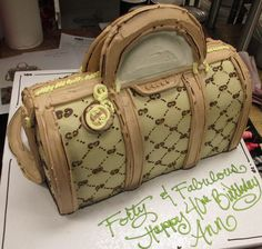 Gucci Bag cake by Don Buciak II | You don't need fondant to make a good-looking purse cake!