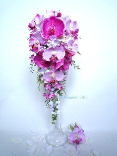 Bouquet de mariée orchidée glycine parme rose violet fuchsia cascade et la boutonnière : Autres accessoires par fleur-angelique Flower Bouquets, Bridal Bouquets, Fuchsia, Purple, Ludo, Rose Violette, Boutonnieres, Art Floral, Hard Work