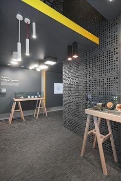 Reggiani rebranding & pavilion by dalziel & pow Gym Interior, Office Interior Design, Visual Merchandising, Design Furniture, Retail Design, Pavilion, Office Decor, Modern Design, Showroom