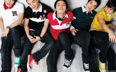 Dont miss Casual BIG BANG Dekstop Background HD Wallpaper. Get all of BIGBANG, Featured Exclusive dekstop background collections.