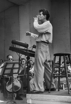 Leonard Bernstein. Photo by Ruth Orkin.