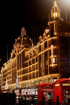 Harrods Christmas, Christmas Time, Christmas In Britain, London Christmas Lights, Xmas, Christmas Shopping, Merry Christmas, Weihnachten In London, London Life