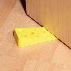 + Criatividade :   Um segurador de porta, bem divertido rs