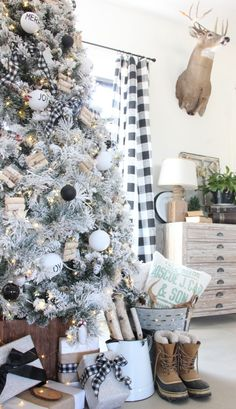A cozy, neutral farmhouse Christmas tree with Christmas Central : So excited about our new, flocked Christmas tree! This year, I went with a neutral style and used a variety of textures and diy decor! Country Christmas Trees, Flocked Christmas Trees, Farmhouse Christmas Decor, Country Farmhouse Decor, Modern Farmhouse Style, Modern Christmas, Christmas 2019, Country Living, Buffalo Check Christmas Decor