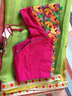 Green saree with contrast pink blouse Blouse Neck Designs, Blouse Styles, Work Blouse, Blouse Dress, Stylish Blouse Design, Simple Sarees, Ethnic Sarees, Saree Blouse Patterns, Blouse Models