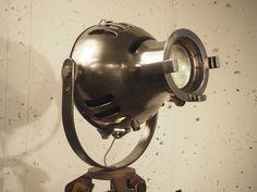 Projecteur théâtre Furse sur trépied géomètre