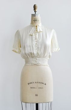 vintage 1930s ivory silk button up blouse