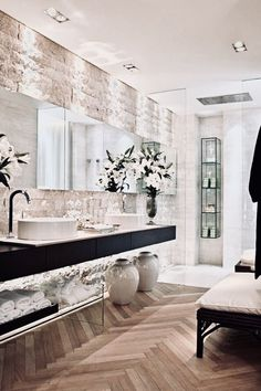 Whether you're looking for bathroom remodeling ideas or bathroom pictures to put up to you update your old-fashioned one, start afterward these inspiring ideas for master bathrooms, guest bathrooms, and powder rooms. Modern Bathroom Design, Bathroom Interior Design, Interior Exterior, Decor Interior Design, Interior Decorating, Decorating Bathrooms, Guest Bathrooms, Small Bathroom, Neutral Bathroom