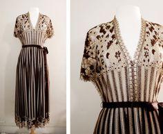 Vintage Lace Romantic Bohemian Folk Maxi Dress - Long Lace Dress - Size Small to Medium Vogue Vintage, Vintage Glam, Vintage Fashion, Vintage Romance, Vintage Jewelry, Vestidos Vintage, Vintage Dresses, Vintage Outfits, Bohemian Girls