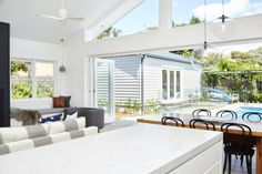 Real reno: California bungalow now bathed in sunshine - The Interiors Addict California Bungalow Interior, Bungalow Interiors, Bungalow Renovation, Bungalow Homes, Bungalow Ideas, House Renovations, Bungalow Kitchen, House Design, Sunshine