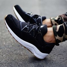 nike air huarache light black gum on feet 02 Nike Air Huarache Light Black/Gum   On Feet Images