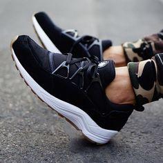 nike air huarache light black gum on feet 02 Nike Air Huarache Light Black/Gum   On Feet Images