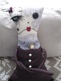 (AKA my first art doll!) - TOYS, DOLLS AND PLAYTHINGS - I made this doll in preparation for the Junker Jane style doll swap, but I couldn't send her away. Creepy Toys, Scary Dolls, Creepy Cute, Rag Dolls, Fabric Dolls, Fabric Art, Sewing Toys, Sewing Crafts, Making Dolls
