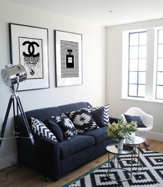 Black and white living room sets become one of favorite choices for furnishing a modern or contemporary living room. They are simple yet modern. Well, to see more ideas of black & white l Living Room Area Rugs, Living Room Carpet, Small Living Rooms, Room Rugs, Living Room Sets, Living Room Modern, Living Room Designs, Living Room Decor, Tiny Living