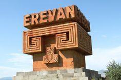 Un Centro de Estudios Islámicos se ha abierto en la Universidad Estatal de Ereván. La ceremonia de apertura contó con la presencia del rector de la Universidad Estatal de Ereván Aram Simonyan y de los miembros de la delegación del Instituto de Humanidades y Cultura de Teherán.