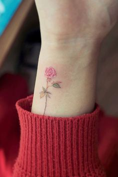 81 small, meaningful tattoos for women for permanent and fast . - 81 small, meaningful tattoos for women for permanent and temporary tattoos # Meaningful - Tiny Rose Tattoos, Mini Tattoos, Small Tattoos, Rose Wrist Tattoos, Yellow Rose Tattoos, Rosen Tattoo Frau, Rosen Tattoos, Tattoos For Women Small Meaningful, Tiny Tattoos For Women