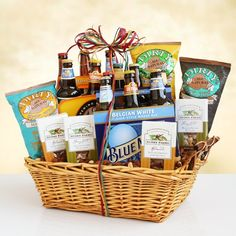 Clever Gift Basket Theme Ideas A Look at Some Unique Gift Basket Themes Creative Gift Baskets, Diy Gift Baskets, Raffle Baskets, Christmas Gift Baskets, Diy Christmas Gifts, Basket Gift, Wedding Gift Baskets, Themed Gift Baskets, Diy Wedding Gifts