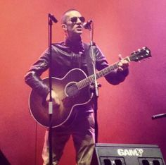 Richard Ashcroft with Short hair! The Verve, Bilbao, Short Hair Styles, Concert, My Style, Music, Bob Styles, Short Length Haircuts, Concerts