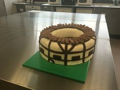 Globe Theatre Cake #globetheatre #globe #cake #baking #shakespeare #englishliterature Shakespeare Birthday, Shakespeare Theatre, Globe Cake, Globe Projects, Drama Education, Globe Theatre, School Cake, Food Artists, Cake Baking