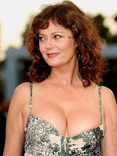 Susan Sarandon's craziest cleavage revisited Susan Surandon, Susan Sarandon Hot, Thelma Et Louise, Female Movie Stars, The Lovely Bones, Beautiful Old Woman, Sexy Older Women, Sexy Women, Curvy Women