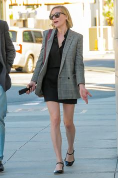 3 February Kirsten Dunst was spotted out and about in Los Angeles wearing a chic oversized blazer. - HarpersBAZAAR.co.uk