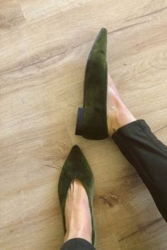 Available on PRE-ORDER with 15% discount: code MOMOC15! Vegan, Sustainable & Ethical Fashion Shoe Made in Spain. 100% green velvet cotton. Green beautiful color to match with all your looks! Comfy ballerinas made from 100% velvet cotton. A simple and elegant design for your office looks and all type of events. #momoc #momocshoes #planetblog #sustainableshoes #sustainablefashion #madeinspain #hechoenespaña #officelooks #velvet #ballerinashoes #ethicalfashion #ethicallymade #cotton